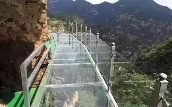 体验玻璃栈道不觉得让人恐高的原因是什么
