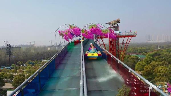 江苏玻璃水滑道动物主题漂流乐园建成开放